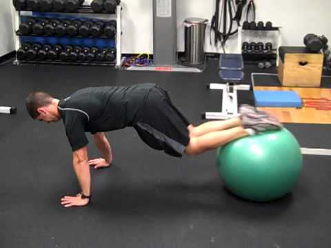 knee tuck with ball